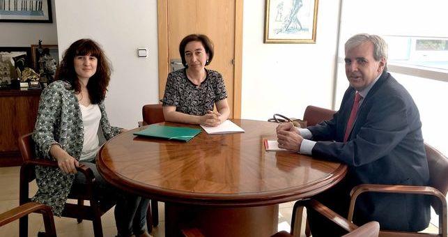 El Gobierno de Cantabria estudiará impulsar la participación de los trabajadores sociales en el caso de emergencias y grandes catástrofes